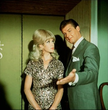 Justine Lord and Roger Moore inTheSaint-TheFictionMakers