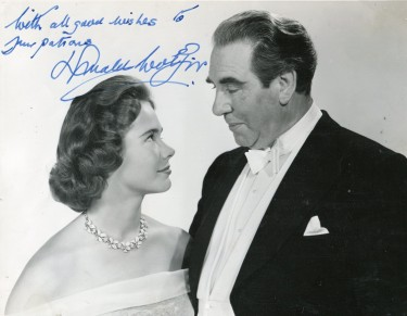 Donald Wolfit with Heather Sears in Room at the Top